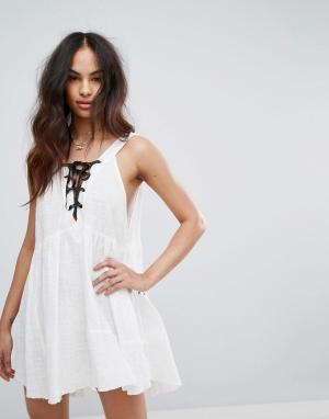 One Teaspoon Платье мини с завязками. Цвет: белый