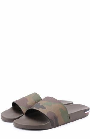 Резиновые шлепанцы с камуфляжным принтом Moncler. Цвет: хаки