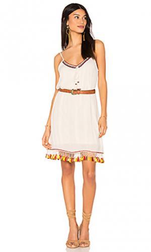 Цельнокроеное платье с ремнем и кисточками Band of Gypsies. Цвет: ivory