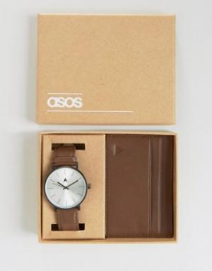 ASOS Набор с часами и футляром для пластиковых карт. Цвет: коричневый