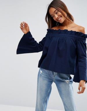 ASOS Синий джинсовый топ с открытыми плечами и расклешенными рукавами. Цвет: синий