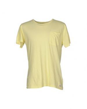 Футболка SUIT. Цвет: желтый