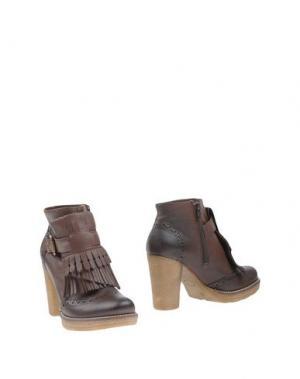 Полусапоги и высокие ботинки ANGELA GEORGE. Цвет: какао