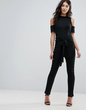 Unique 21 Комбинезон с широкими штанинами и открытыми плечами. Цвет: черный
