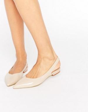 Raid Телесные туфли с острым носком и ремешком через пятку Agatha. Цвет: бежевый