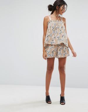 J.O.A Комбинируемые плиссированные шорты с цветочным принтом. Цвет: мульти