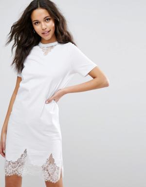 ASOS Платье-футболка с кружевными вставками. Цвет: белый