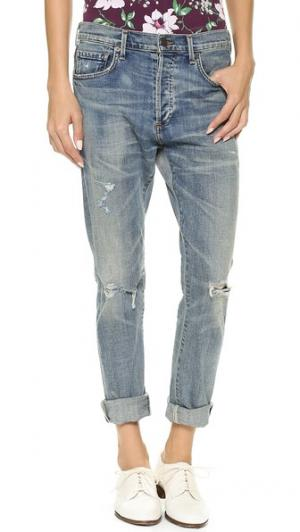 Прямые джинсы Corey с эффектом поношенности Citizens of Humanity. Цвет: серо-голубой с желтыми потертостями