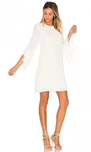 Платье с рюшами на рукавах BLAQUE LABEL. Цвет: белый