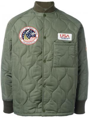 Стеганая куртка с нашивками Joyrich. Цвет: зелёный