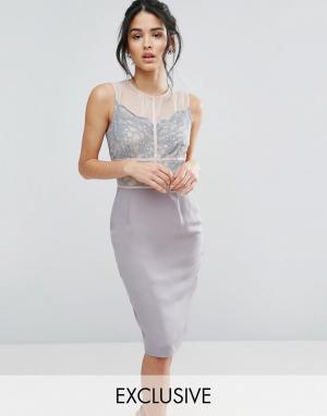 Elise Ryan Платье-футляр с кружевом и контрастными вставками. Цвет: серый