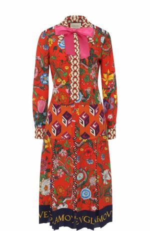 Приталенное шелковое платье-миди с принтом Gucci. Цвет: разноцветный