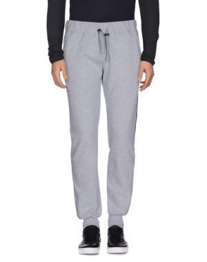 Повседневные брюки MC MASTER OF CEREMONIES. Цвет: светло-серый
