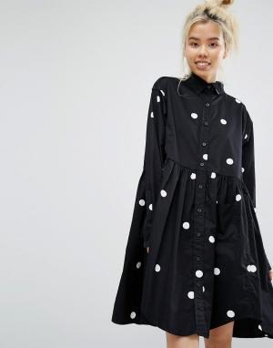 Lazy Oaf Свободное платье-рубашка в крупный горошек. Цвет: черный