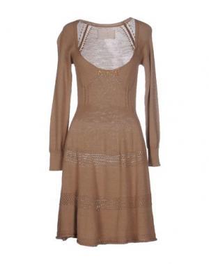 Короткое платье BETTY BLUE. Цвет: верблюжий