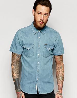 Lee Джинсовая рубашка в стиле вестерн с короткими рукавами. Цвет: синий