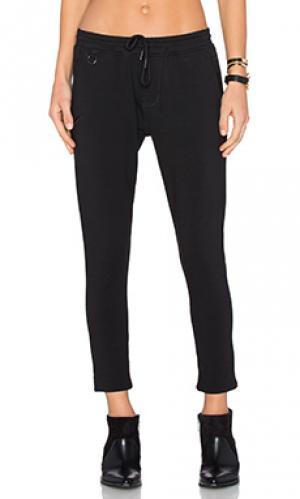 Свободные брюки teari Publish. Цвет: черный