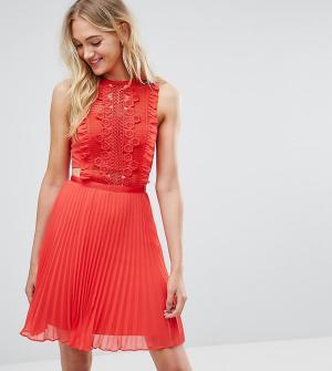 ASOS Tall Платье мини с кружевной отделкой и плиссированной юбкой. Цвет: красный
