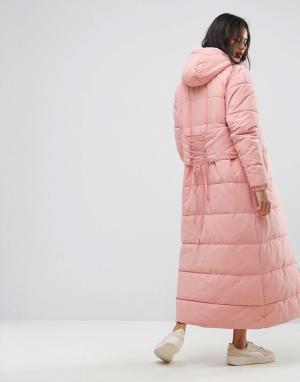 Ellesse Длинная дутая куртка с капюшоном и корсетной вставкой на спине. Цвет: розовый
