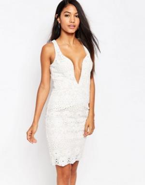 Love Triangle Кружевное платье миди с глубоким декольте. Цвет: белый