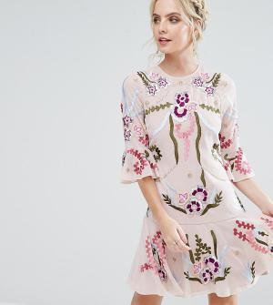 Frock and Frill Petite Свободное платье-премиум мини с отделкой и рукавами клеш Fri. Цвет: бежевый