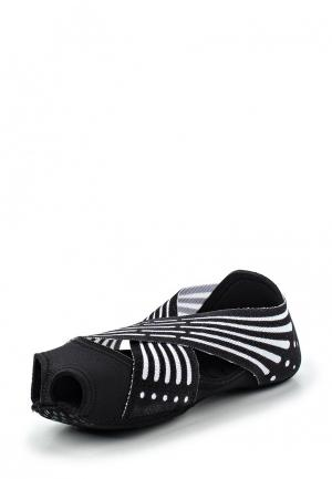 Балетки Nike. Цвет: черно-белый