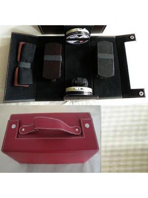 Дорожный набор для ухода за обувью  в футляре из полиуретана, темно-красный Magic Home. Цвет: темно-красный