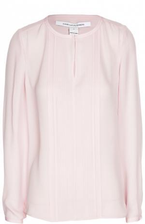 Шелковая блуза с плиссированной планкой Diane Von Furstenberg. Цвет: розовый