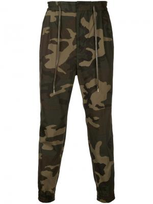 Спортивные брюки с камуфляжным принтом monkey time. Цвет: зелёный