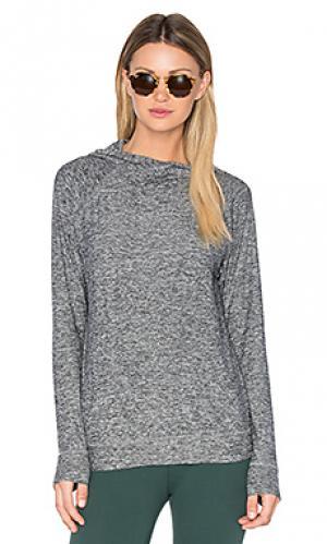 Легковесное худи с рукавами-доломан и размытым рисунком Beyond Yoga. Цвет: серый