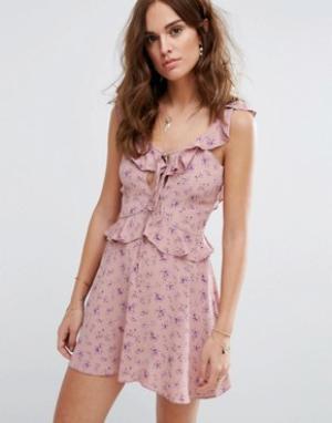 Flynn Skye Чайное платье с принтом. Цвет: розовый