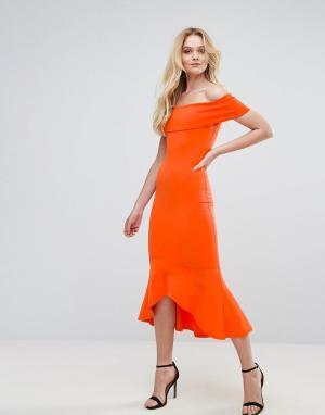 Club L Платье с открытыми плечами и баской. Цвет: оранжевый