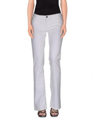 Джинсовые брюки GILLI. Цвет: белый