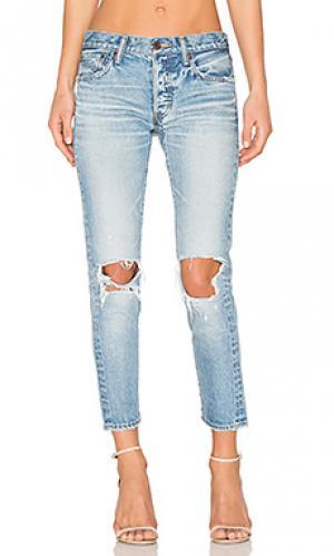 Состаренные облегающие джинсы latrobe Moussy. Цвет: none