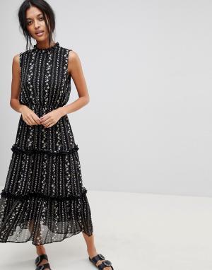 Moon River Платье миди с цветочным узором и рюшами. Цвет: черный
