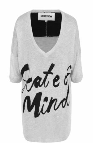 Пуловер свободного кроя с контрастной надписью 5PREVIEW. Цвет: серый