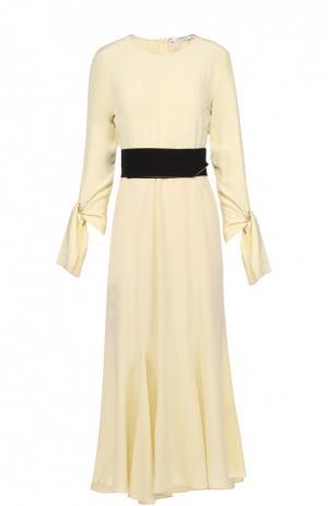 Шелковое платье-макси с бантами и контрастным поясом Dorothee Schumacher. Цвет: желтый