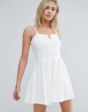 Wal G Короткое приталенное платье на бретелях. Цвет: белый