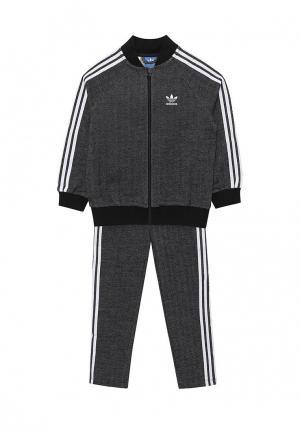 Костюм спортивный adidas Originals. Цвет: серый