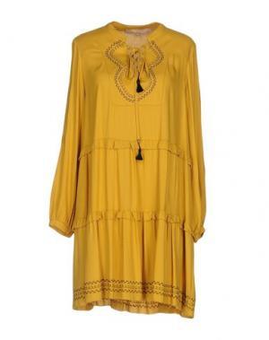 Короткое платье BABYLON. Цвет: охра