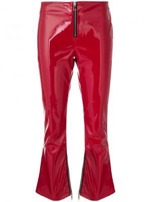 Укороченные брюки клеш из лакированной искусственной кожи Rta. Цвет: красный