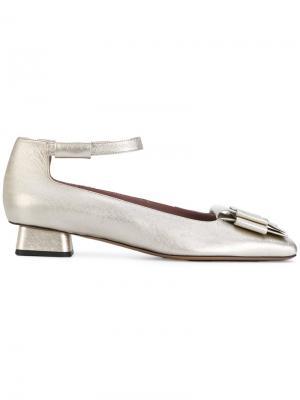 Туфли с пряжкой Rayne. Цвет: металлический