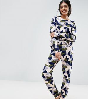 ASOS Tall Джоггеры с абстрактным камуфляжным принтом LOUNGE. Цвет: мульти