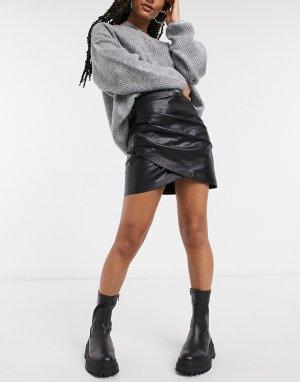 Черная мини-юбка с запахом из искусственной кожи -Черный Stradivarius
