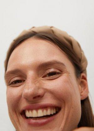 Обтянутый плетеный ободок - Rania Mango. Цвет: экрю