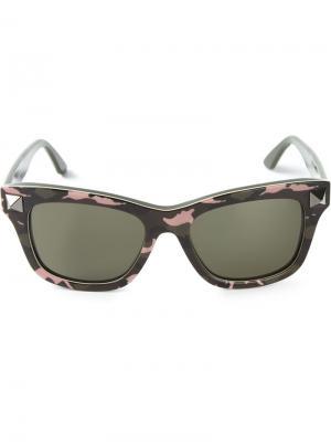 Солнцезащитные очки Valentino. Цвет: зелёный