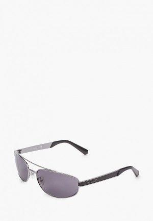 Очки солнцезащитные Guess. Цвет: серебряный