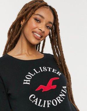Черный лонгслив с логотипом спереди -Черный цвет Hollister