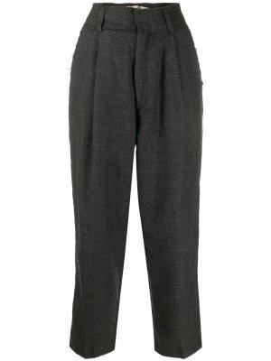 Укороченные брюки со складками на талии Haikure. Цвет: серый