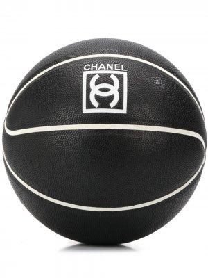 Баскетбольный мяч Limited Edition 2004-го года с логотипом Chanel Pre-Owned. Цвет: черный